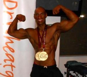 ボディビルダー オーストラリアチャンピオン Drウィートグラス バナー 金メダル